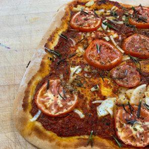 Pizza tomates et oignons